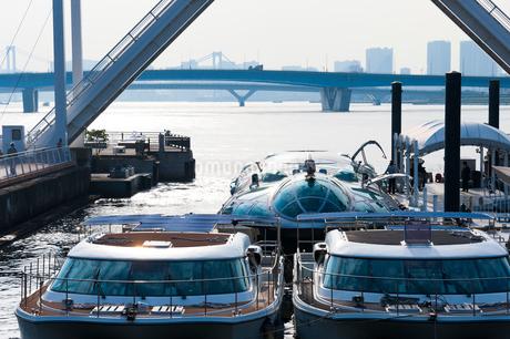 豊洲の水上バスの写真素材 [FYI01797457]