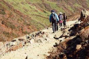 那須岳トレッキングの写真素材 [FYI01797475]