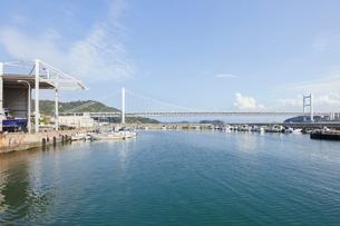 下津井港と瀬戸大橋の写真素材 [FYI01797515]