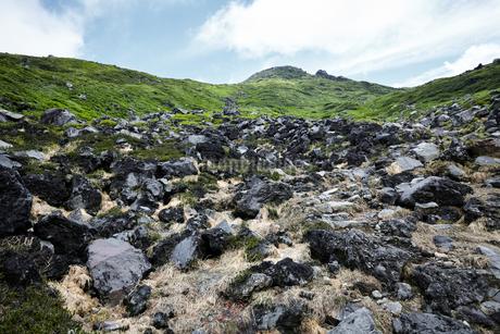 青空に映える鳥海山の写真素材 [FYI01797660]