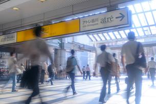 品川駅の通勤風景の写真素材 [FYI01797755]