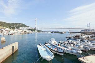 下津井港と瀬戸大橋の写真素材 [FYI01797776]