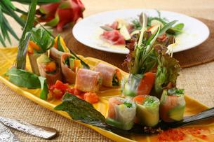 エスニック料理の冷前菜の写真素材 [FYI01797792]