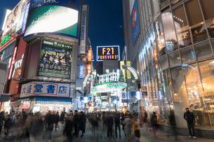 渋谷センター街の夕景の写真素材 [FYI01797849]