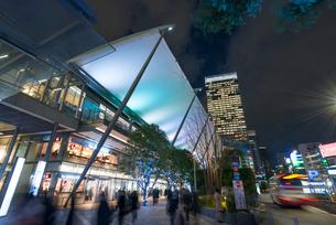 東京駅八重洲口の夜景の写真素材 [FYI01797881]