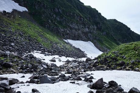 鳥海山の雪渓の写真素材 [FYI01797890]