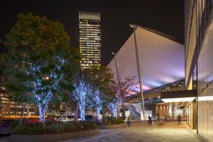 東京駅八重洲口の夜景の写真素材 [FYI01798050]
