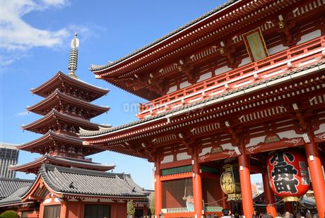 浅草寺宝蔵門と五重塔の写真素材 [FYI01798229]