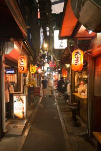 新宿の思い出横丁の写真素材 [FYI01798260]