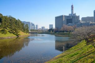 三宅坂より桜田門と丸の内を望むの写真素材 [FYI01798337]