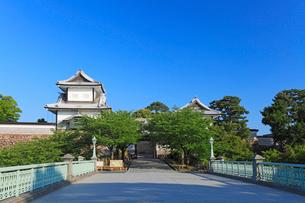 北陸金沢城・石川橋と石川門の写真素材 [FYI01798363]