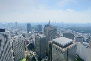 東京都庁展望台からの眺望,高層ビル群の写真素材 [FYI01798452]
