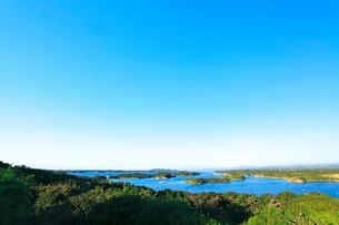 伊勢志摩・登茂山公園桐垣展望台より英虞湾の島々を望むの写真素材 [FYI01798468]