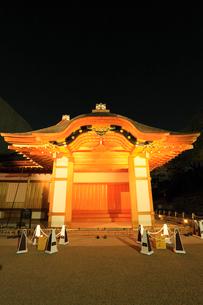 名古屋城・本丸御殿のライトアップ夜景の写真素材 [FYI01798547]
