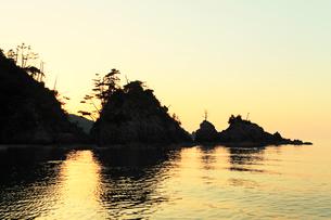 山陰の浦富海岸・西脇海岸の夕焼けの写真素材 [FYI01798583]