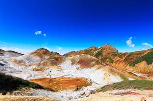 秋の立山・地獄谷と大日連山の写真素材 [FYI01798877]