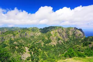 小笠原諸島父島・高山より千尋岩(ハートロック)方向を望むの写真素材 [FYI01798911]
