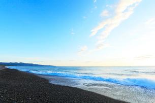 熊野古道・朝の七里御浜の写真素材 [FYI01798948]
