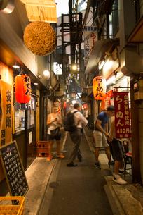 新宿の思い出横丁の写真素材 [FYI01799086]