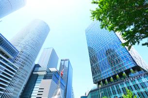 名古屋駅前の高層ビルと新緑の写真素材 [FYI01799104]