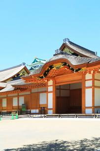 名古屋城・本丸御殿と天守閣の写真素材 [FYI01799193]
