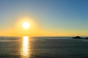 朝日と海の写真素材 [FYI01799369]