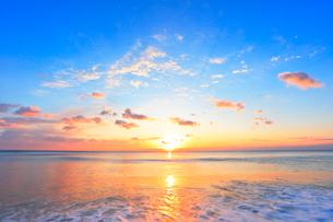 朝日と海の写真素材 [FYI01799431]