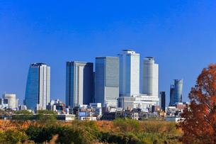 初冬の名古屋駅周辺高層ビルと街並みの写真素材 [FYI01799445]
