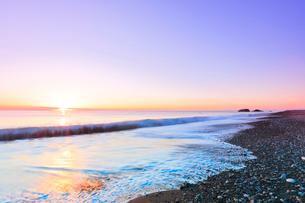 七里御浜に元日・初日の出の写真素材 [FYI01799475]