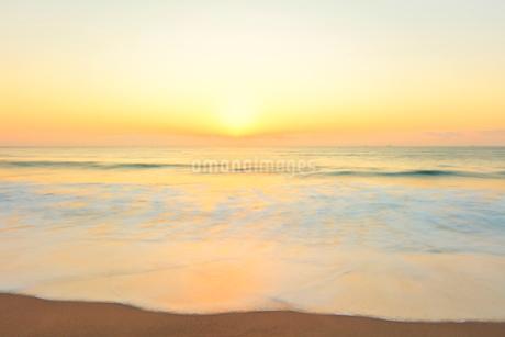 朝の海の写真素材 [FYI01799517]
