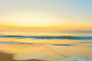 朝の海の写真素材 [FYI01799564]