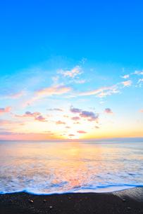 朝日と海の写真素材 [FYI01799588]