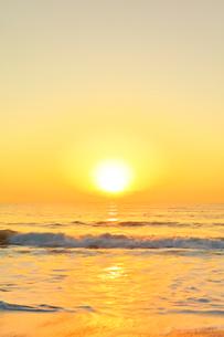 海と朝日の写真素材 [FYI01799653]