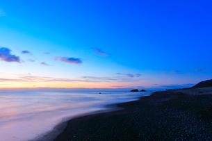 夜明けの海の写真素材 [FYI01799684]