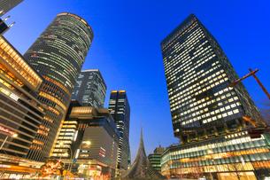 名古屋駅周辺の高層ビル 夜景の写真素材 [FYI01799689]