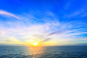 海に朝日の写真素材 [FYI01799754]