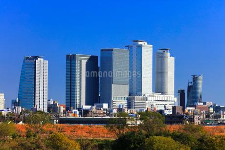 初冬の名古屋駅周辺高層ビルと街並みの写真素材 [FYI01799760]