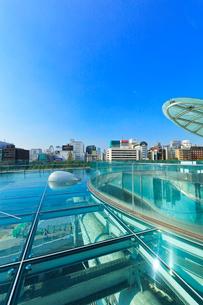 オアシス21水の宇宙船より名古屋駅方向の街並みの写真素材 [FYI01799874]