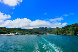 沖港出港のははじま丸より小笠原諸島母島の写真素材 [FYI01799911]