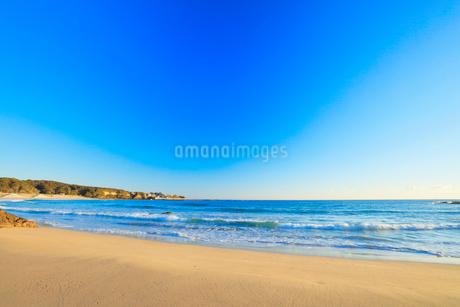 伊勢志摩 市後浜と快晴の空の写真素材 [FYI01799977]