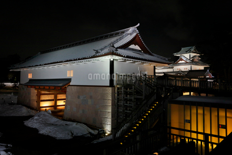 冬の金沢城 河北門と菱櫓 ライトアップの写真素材 [FYI01799984]