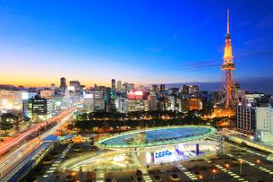 オアシス21と名古屋テレビ塔 夕景の写真素材 [FYI01800162]