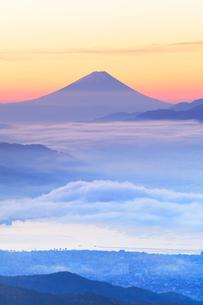 高ボッチ高原より富士山と諏訪湖に雲海の写真素材 [FYI01800239]