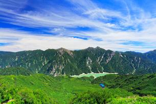 立山ロープウェイと黒部ダムに後立山連峰の写真素材 [FYI01800296]