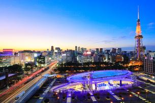 オアシス21と名古屋テレビ塔 夕景の写真素材 [FYI01800336]