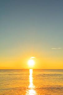 海と朝日の写真素材 [FYI01800347]