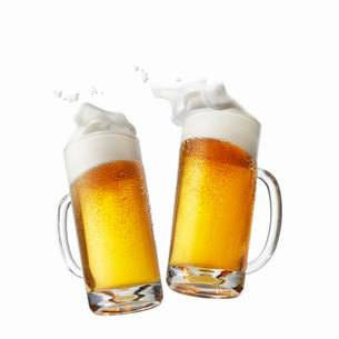 ビール乾杯イメージ,手なしの写真素材 [FYI01800427]