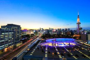 オアシス21と名古屋テレビ塔 夕景の写真素材 [FYI01800474]