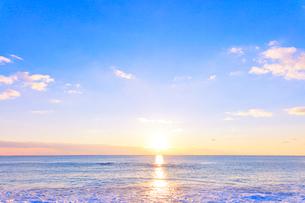 海と朝日の写真素材 [FYI01800475]