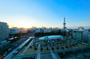 オアシス21と名古屋テレビ塔に夕日の写真素材 [FYI01800518]